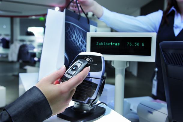 NFC Payment In BMW Autschluessel NFC Key Solution